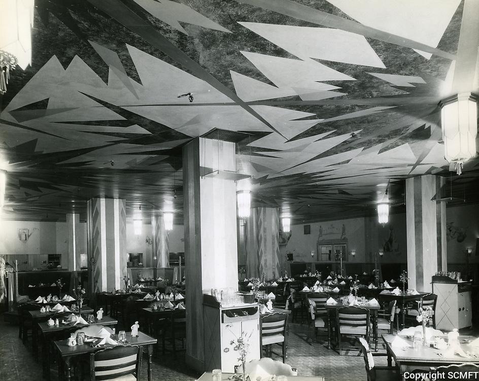 1935 Roosevelt Hotel's dining room