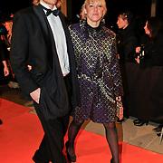 NLD/Katwijk/20101030 - Inloop premiere musical Soldaat van Oranje, Wende Snijder en partner Rene Sommer