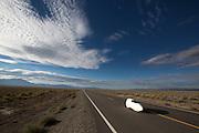 Ellen van Vugt in de VeloX S2 op de vijfde racedag van de WHPSC. In Battle Mountain (Nevada) wordt ieder jaar de World Human Powered Speed Challenge gehouden. Tijdens deze wedstrijd wordt geprobeerd zo hard mogelijk te fietsen op pure menskracht. Ze halen snelheden tot 133 km/h. De deelnemers bestaan zowel uit teams van universiteiten als uit hobbyisten. Met de gestroomlijnde fietsen willen ze laten zien wat mogelijk is met menskracht. De speciale ligfietsen kunnen gezien worden als de Formule 1 van het fietsen. De kennis die wordt opgedaan wordt ook gebruikt om duurzaam vervoer verder te ontwikkelen.<br /> <br /> Ellen van Vugt in the VeloX S2 on the fifth day of the WHPSC. In Battle Mountain (Nevada) each year the World Human Powered Speed Challenge is held. During this race they try to ride on pure manpower as hard as possible. Speeds up to 133 km/h are reached. The participants consist of both teams from universities and from hobbyists. With the sleek bikes they want to show what is possible with human power. The special recumbent bicycles can be seen as the Formula 1 of the bicycle. The knowledge gained is also used to develop sustainable transport.