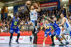 29.05.2019, SPH Walfersam, Kapfenberg, AUT, Admiral BBL, Kapfenberg Bulls vs Swans Gmunden, Finale, 1. Spiel, im Bild v.l.: Torrion Brummitt (Swans Gmunden), Marck Coffin (Kapfenberg Bulls), Chance Murry (Swans Gmunden) // during the Admiral Basketball league, 1st final match between Kapfenberg Bulls and Swans Gmunden at the SPH Walfersam in Kapfenberg, Austria on 2019/05/29. EXPA Pictures © 2019, PhotoCredit: EXPA/ Dominik Angerer