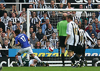 Photo: Andrew Unwin.<br /> Newcastle United v Everton. The Barclays Premiership. 24/09/2006.<br /> Everton's Tim Cahill (#17) scores his team's first goal.