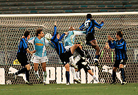 Roma, 12 / 02 / 2005 Campionato di calcio di serie A 2004 - 2005 24a Giornata -  Lazio - Atalanta - nella foto: Makinwa realizza il gol del momentaneo vantaggio