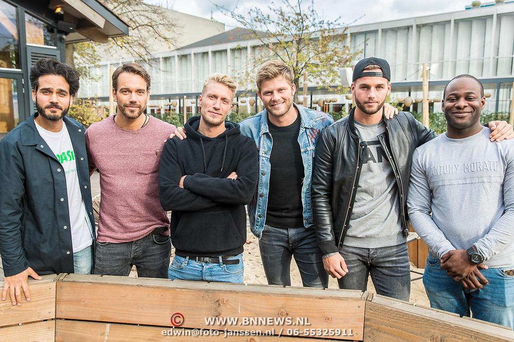 NLD/Amsterdam/20171026 - Perspresentatie Into the Waves 2017, Kay Nambiar, Donny Roelvink, Tim Douwsma, Joshua Nolet en Miro Kloosterman