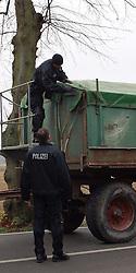 08.11.2010, Castortransport 2010, Dannenberg, GER, Jeder Treckertransport wird auf Ladung und Behinderungen untersucht von der Polizei, EXPA Pictures © 2010, PhotoCredit: EXPA/ nph/  Kohring+++++ ATTENTION - OUT OF GER +++++