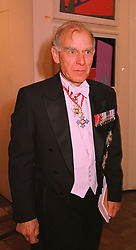 GENERAL.SIR PETER DE LA BILLIERE at a dinner in London on 27th May 1998.<br /> MHX 8