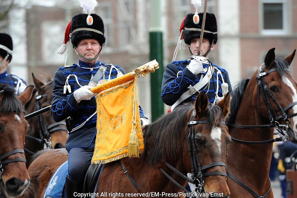 In Den Haag, op Plein 1813 vindt een vaandelgroet plaats van de Koninklijke Landmacht aan Koning Willem-Alexander. De vaandelgroet is tevens de aftrap van het 200-jarig jubileum van de Koninklijke Landmacht. <br /> <br /> In The Hague, on Plein 1813 a banner greeting takes place from the Royal Army of King Willem-Alexander. The standard greeting is also the kickoff of the 200th anniversary of the Royal Army.<br /> <br /> Op de foto / On the Photo: