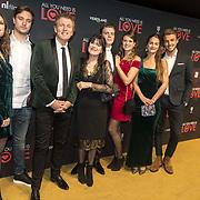 NLD/Amsterdam/20181126 - premiere All You Need Is Love, Robert ten Brink met partner Roos Cialona en dochters en hun partners