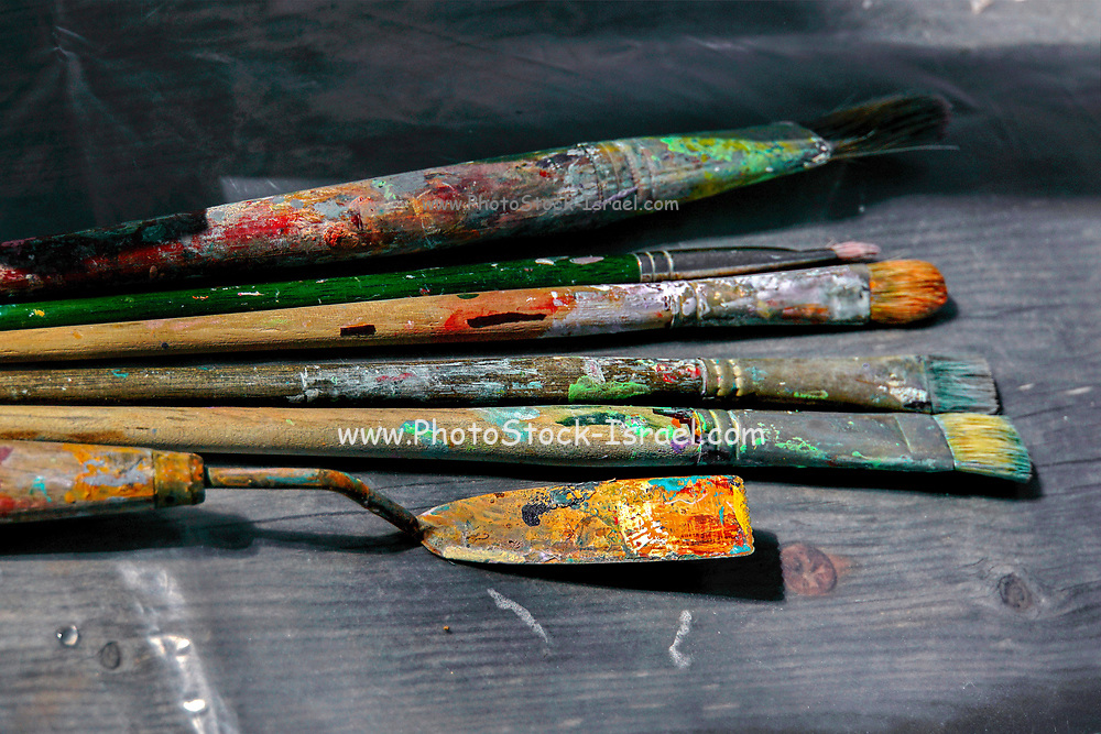 pallet knife and brushes on an artist's pallet