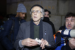 © Licensed to London News Pictures. 31/12/2020. London, UK. Piers Corbyn leads anti lockdown protestors to Westminster Bridge on New Year's Eve in central London. Photo credit: Peter Macdiarmid/LNP
