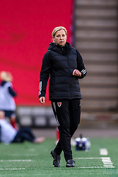OSLO, NORWAY - Tuesday, September 22, 2020: Wales' national women's team manager Jayne Ludlow during the UEFA Women's Euro 2022 England Qualifying Round Group C match between Norway Women and Wales Women at the Ullevaal Stadion. Norway won 1-0. (Pic by Vegard Wivestad Grøtt/Propaganda)