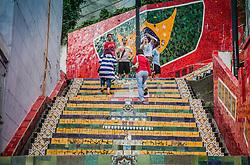 A Escadaria Selarón é obra do artista chileno Jorge Selarón. Em 1990, Selarón iniciou os trabalhos de renovação da escadaria que passa em frente à sua casa e estava em péssimo estado de conservação. Passou então a vender suas pinturas para financiar a empreitada e após vários anos de exaustivo trabalho, a escadaria tornou-se um sucesso, convertendo-se em um belo cartão postal da cidade.FOTO: Jefferson Bernardes/Preview.com