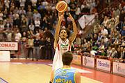 DESCRIZIONE : Pistoia campionato serie A 2013/14 Giorgio Tesi Group Pistoia Vanoli Cremona <br /> GIOCATORE : Daniel Edward<br /> CATEGORIA : tiro<br /> SQUADRA : Giorgio Tesi Group Pistoia<br /> EVENTO : Campionato serie A 2013/14<br /> GARA : Giorgio Tesi Group Pistoia Vanoli Cremona <br /> DATA : 10/11/2013<br /> SPORT : Pallacanestro <br /> AUTORE : Agenzia Ciamillo-Castoria/GiulioCiamillo<br /> Galleria : Lega Basket A 2013-2014  <br /> Fotonotizia : Pistoia campionato serie A 2013/14 Giorgio Tesi Group Pistoia Vanoli Cremona<br /> Predefinita :