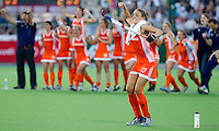 - Vreugde bij Maartje Paumen en Oranje na het nemen van de strafballen , donderdag tijdens de halve finale  bij de World Cup 2010 vrouwen hockey tussen Nederland en Engeland in het Argentijnse Rosario. Oranje wint na strafballen en plaatst zich voor de finale.