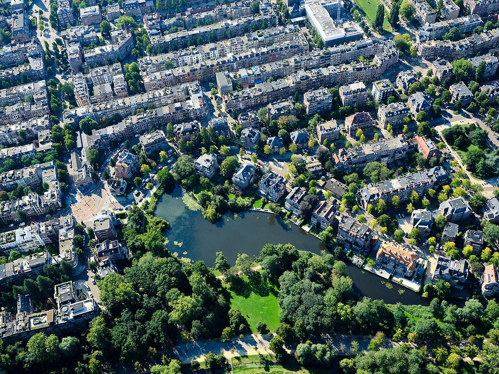 Nederland, Noord-Holland, Amsterdam, 02-09-2020; grens Vondelpark nabij de Willemsparkweg, Koningslaan met rechts Emmaplein.<br /> luchtfoto (toeslag op standard tarieven);<br /> aerial photo (additional fee required);<br /> copyright foto/photo Siebe Swart