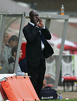 Photo: Lee Earle.<br /> Swindon Town v Port Vale. Coca Cola League 1. 08/10/2005. Swindon manager Iffy Onuora shouts to his team.