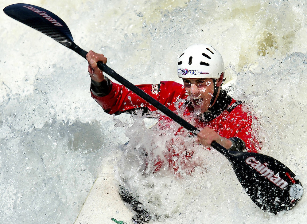 LOC / Ottawa / April 18, 2005...John Hastings who is a member of the Canadian National Whitewater Kayak Team paddles in the Champlain Rapids of the Ottawa River in Ottawa on Monday April 18, 2005.   ..(Ottawa Sun Photo By Sean Kilpatrick) # 3172