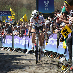 03-04-2016: Wielrennen: Ronde van Vlaanderen vrouwen: Oudenaarde  <br />OUDENAARDE (BEL) cycling  <br />The sixth race in the UCI Womensworldtour is the ronde van Vlaanderen. A race over the famous Flemish climbs. Lizzy Armitstead on the Paterberg