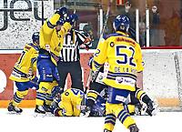 Ishockey , Get-Ligaen , Finalespill <br /> 16.04.15<br /> Hamar OL-Amfi<br /> Storhamar v Stavanger Oilers <br /> Foto : Dagfinn Limoseth , Digitalsport<br /> Patrik Bäärnhielm , Storhamar feirer scoring