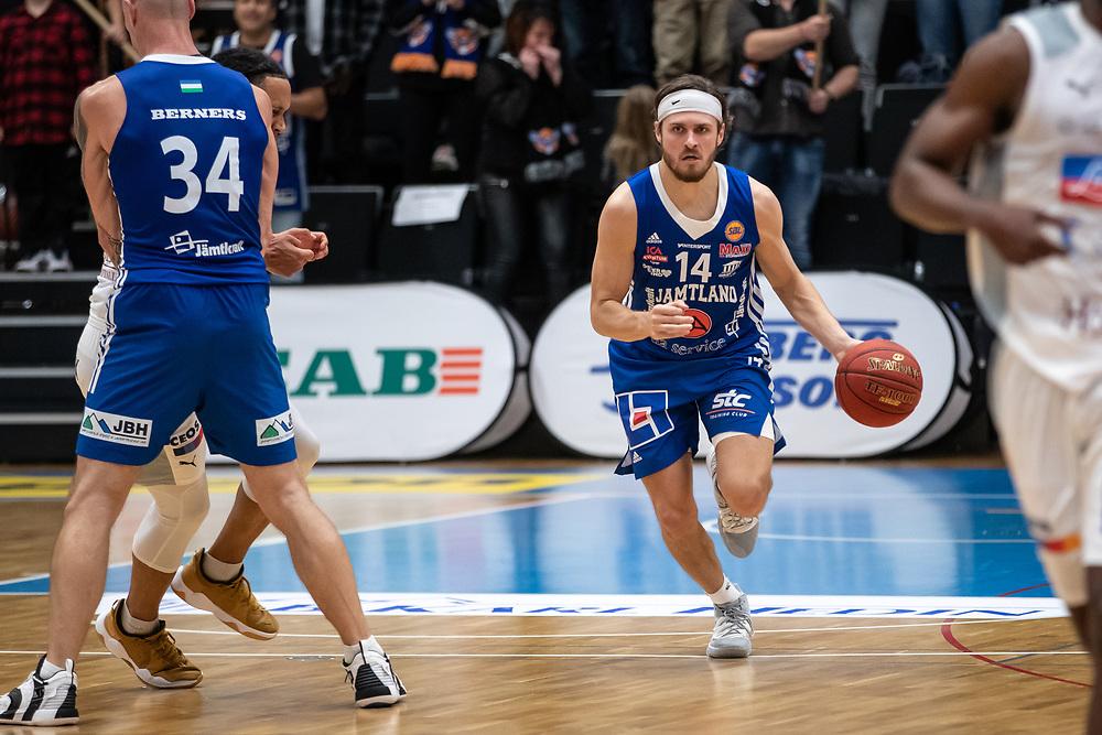 ÖSTERSUND 20210924<br /> Jämtlands Chase Harler med bollen under fredagens match i Basketligan mellan Jämtland Basket och Nässjö Basket i Östersunds Sporthall<br /> <br /> Foto: Per Danielsson/Projekt.P