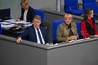DEU, Deutschland, Germany, Berlin, 27.11.2019: V.l.n.r. Schriftführer Karsten Hilse (MdB, AfD), Bundestagsvizepräsidentin Claudia Roth (B90/Die Grünen), Schriftführerin Elisabeth Kaiser (SPD) während einer Plenarsitzung im Deutschen Bundestag.