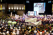 Minister Bijsterveld spreekt de demonstranten toe. Enkele duizenden leraren demonstreren in Nieuwegein tegen de bezuinigingen op het passend onderwijs. Met de acties hopen ouders, personeel en werkgevers politiek Den Haag er van te overtuigen af te zien van de bezuiniging van 300 miljoen euro op die leerlingen die extra steun nodig hebben.<br /> <br /> Minister Bijsterveld is speaking at a demonstration against her policy. Several thousand teachers are protesting against the cuts at the special education.
