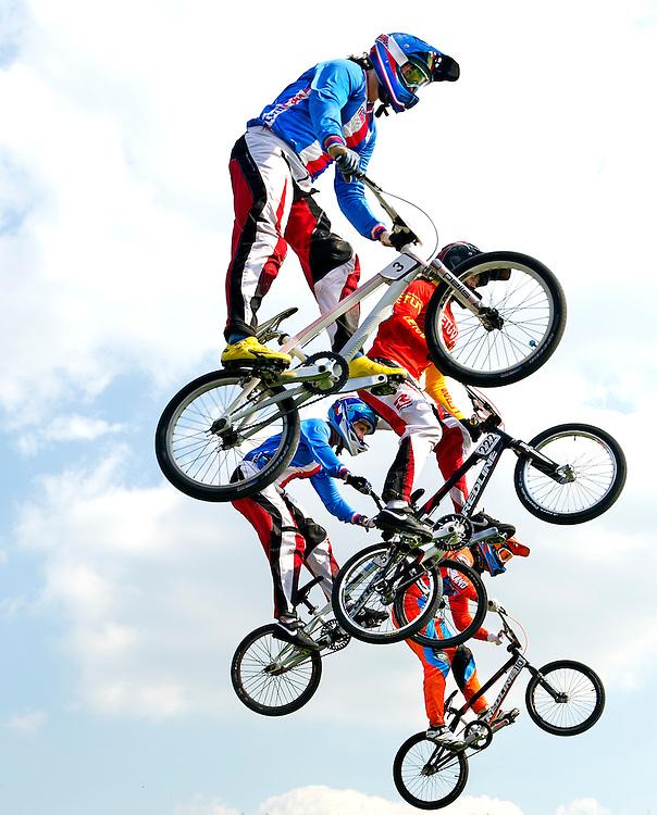 Engeland, Londen, 10-08-2012.<br /> Olympische Spelen.<br /> BMX, Vrouwen, Halve Finale.<br /> Laura Smulders ( onder ) de nederlandse die een bronzen medaille zal veroveren.<br /> Foto : Klaas Jan van der Weij
