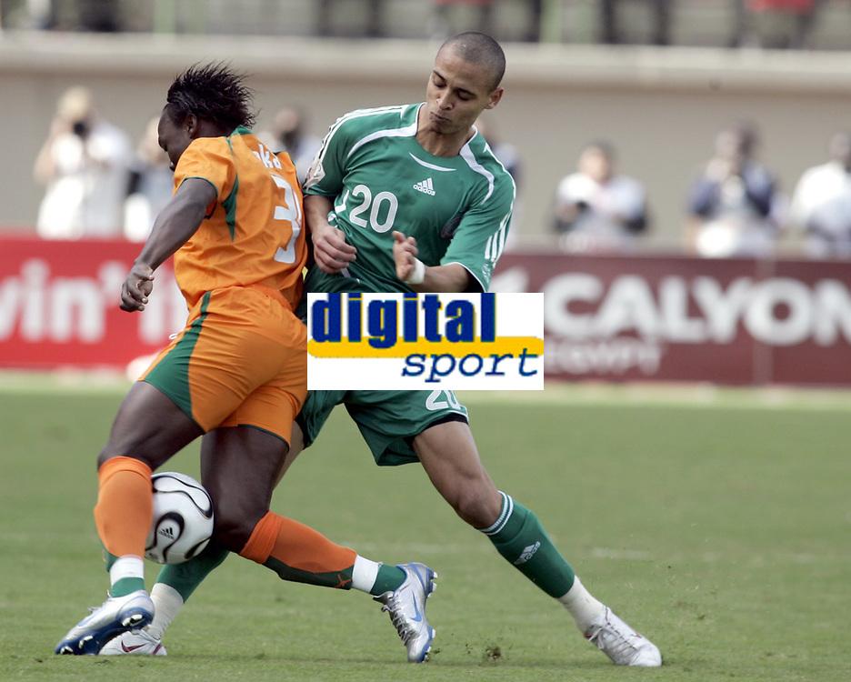 Fotball<br /> Foto: Dppi/Digitalsport<br /> NORWAY ONLY<br /> <br /> FOOTBALL - AFRICAN CUP OF NATIONS 2006  - 1/2 FINAL - 060207 - NIGERIA v IVORY COAST - OBINNA NWANERI (NIG) / ARTHUR BOKA (IVO)