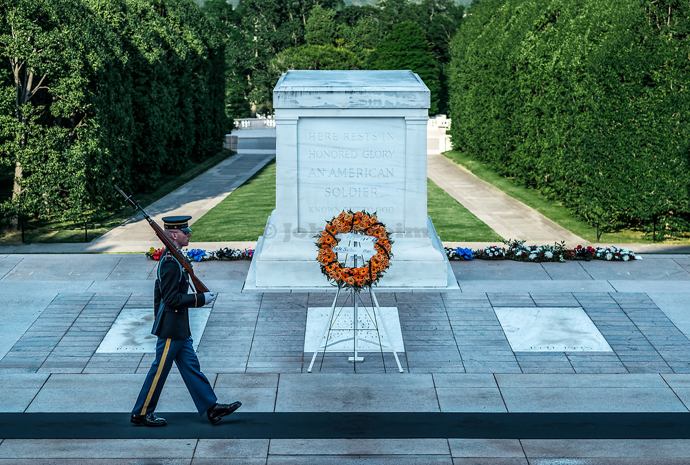 Guarded Tomb of the Unknown Soldier, Arlington Cemetery, Virginia, USA.