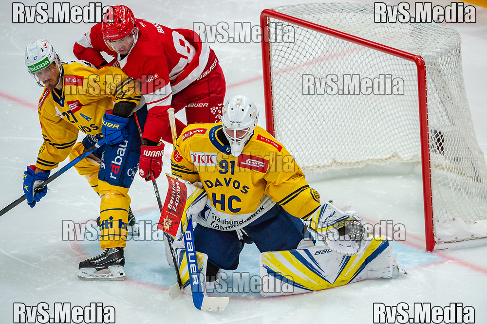 LAUSANNE, SWITZERLAND - SEPTEMBER 24: Goalie Gilles Senn #91 of HC Davos makes a glove save during the Swiss National League game between Lausanne HC and HC Davos at Vaudoise Arena on September 24, 2021 in Lausanne, Switzerland. (Photo by Robert Hradil/RvS.Media)