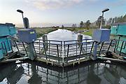 Nederland, Gaanderen, 19-11-2020 Sluis en stuw de Pol Etten in de oude ijssel . Het verval is hier twee meter . Om het bouwwerk heen is een vistrap aangelegd .Foto: ANP/ Hollandse Hoogte/ Flip Franssen