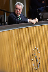 14.10.2015, Parlament, Wien, AUT, Parlament, Nationalratssitzung, Sitzung des Nationalrates mit Budgetrede des Finanzministers, im Bild Bundespraesident von Österreich Heinz Fischer // Federal President of Austria Heinz Fischer during meeting of the National Council of austria according to government budget at austrian parliament in Vienna, Austria on 2015/10/14, EXPA Pictures © 2015, PhotoCredit: EXPA/ Michael Gruber