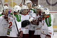 Ishockey<br /> GET-Ligaen<br /> 11.10.07<br /> Jordal Amfi<br /> Vålerenga VIF - Frisk Asker Tigers<br /> Cameron Abbott blir gratulert for sin 3-3 scoring<br /> Foto - Kasper Wikestad