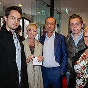 NLD/Leiden/20121021- Premiere Contrapunt, Peter Römer met partner, kinderen en oma