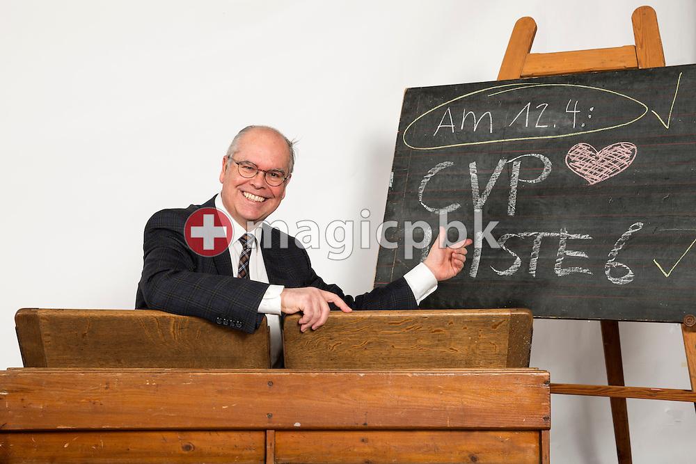 Peter Theiler, Kandidat CVP Liste 6 des Kanton Zuerich, posiert fuer ein Foto in historischen Schulbaenken am 18. Maerz 2015 in Thalwil. (Photo by Patrick B. Kraemer / MAGICPBK)
