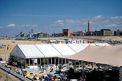 02-06-2012 VOLLEYBAL: EK BEACHVOLLEYBAL: SCHEVENINGEN<br /> Volleybalvelden, court op het strand van Scheveningen, beach fun entertainment<br /> ©2012-FotoHoogendoorn.nl