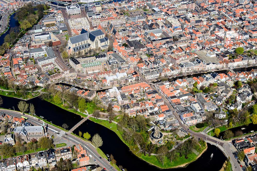 Nederland, Noord-Holland, gemeente Alkmaar, 20-04-2015; binnenstad van Alkmaar met Grote kerk of Sint-Laurenskerk en links Clarissebolwerk,. Onder in beeld de Singelgracht en het Kennemerbolwerk met de Molen van Piet.<br /> Alkmaar inner city with rampart.<br /> luchtfoto (toeslag op standard tarieven);<br /> aerial photo (additional fee required);<br /> copyright foto/photo Siebe Swart