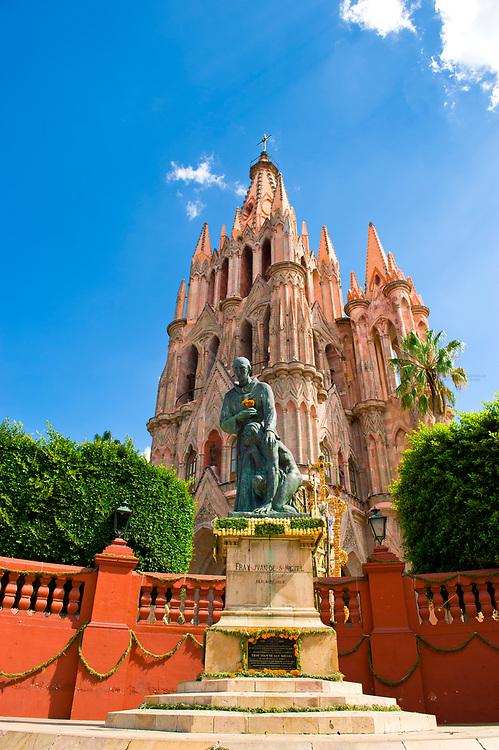 The Church of St. Michael the Archangel decorated with marigolds for La Alborada (birthday of San Miguel the Archangel, the patron saint of the town), Plaza Principal, San Miguel de Allende, Guanajuato state, Mexico