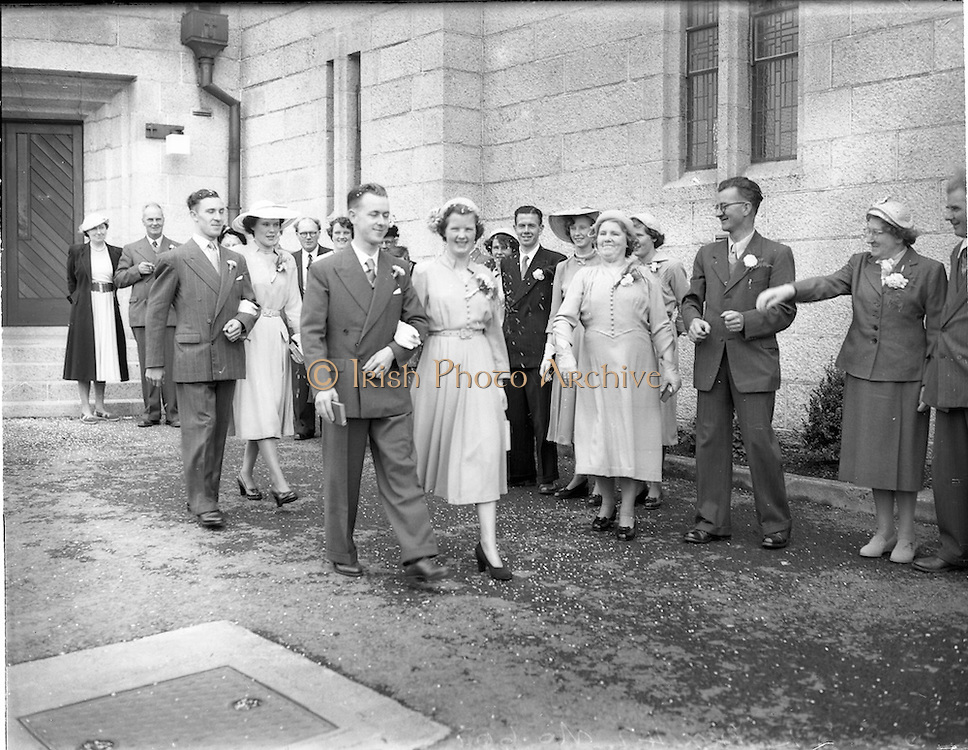 10/09/1952<br /> 09/10/1952<br /> 10 October 1952<br /> <br /> Wedding of Bernard McLeod and Miss Rita Murphy, 32 Walsh Road, Drumcondra at Corpus Christi Church and reception at the Four Provinces.