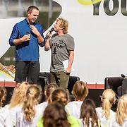 NLD/Utrecht/20160903 - Daphne Schippers geeft een clinic bij haar oude club, Pepijn Gunneweg met trainer coach Bart Bennema