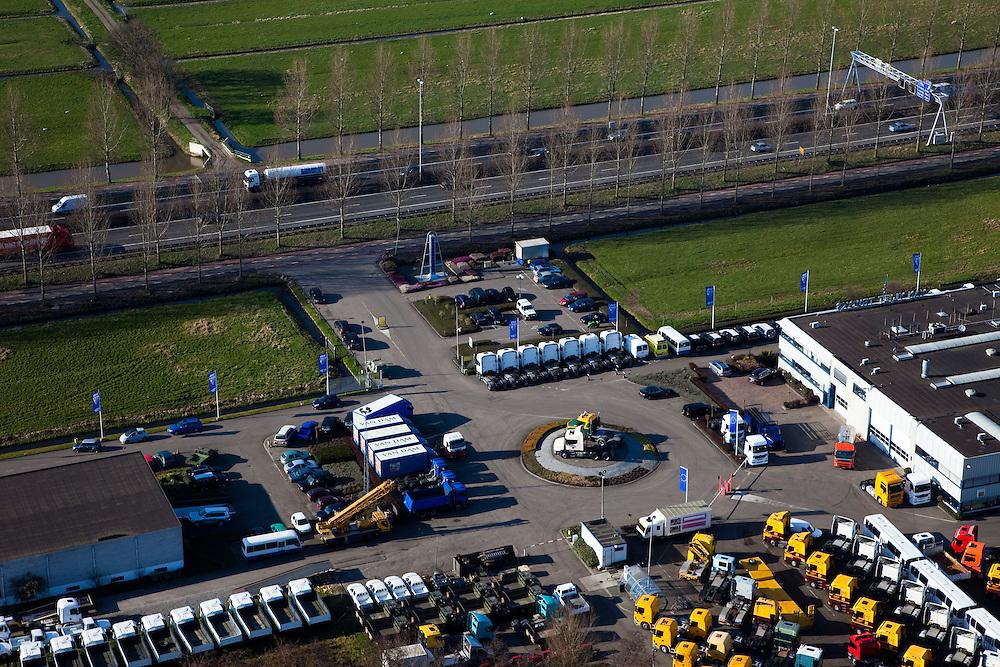 Nederland, Zuid-Holland, Nieuwerkerk aan den IJssel, 20-03-2009; het laagste punt van Nederland, 6.76 m beneden Normaal Amsterdams Peil (NAP), ligt in de Zuidplaspolder  op het terrein van Van Vliet Trucks. Dit automobielbedrijf heeft een monument - in de vorm van een pijlschaal - neer laten zetten, vlak bij het fietspad midden foto, autosnelweg A20 in de achtergrond.  A monument of the lowest point of the Netherlands, 6.76 m below Normal Amsterdam Level (NAP), has been placed by a car company next to the cycle track..Swart collectie, luchtfoto (toeslag); Swart Collection, aerial photo (additional fee required).foto Siebe Swart / photo Siebe Swart