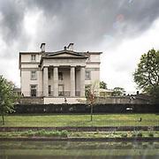 Una delle prestigiose ville visibili lungo il Regent's Cnal a Camden.<br /> <br /> One of the prestigious villas visible along Regent's Canal in Camden.<br /> <br /> #350d, #photooftheday #picoftheday #bestoftheday #instadaily #instagood #follow #followme #nofilter #everydayuk #canon #buenavistaphoto #photojournalism #flaviogilardoni <br /> <br /> #london #uk #greaterlondon #londoncity #centrallondon #cityoflondon  #londonuk #visitlondon #Camden #RegentsCanal<br /> <br /> #photo #photography #photooftheday #photos #photographer #photograph #photoofday #streetphoto #photonews #dailyphoto #goodphoto #myphoto #photoftheday #photogalleries #photojournalist #photolibrary #photoreportage #pressphoto #stockphoto #todaysphoto #urbanphoto