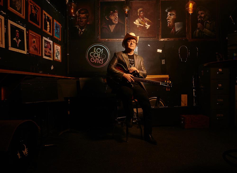 Derek Hoke, singer, at the 5 Spot in Nashville, TN