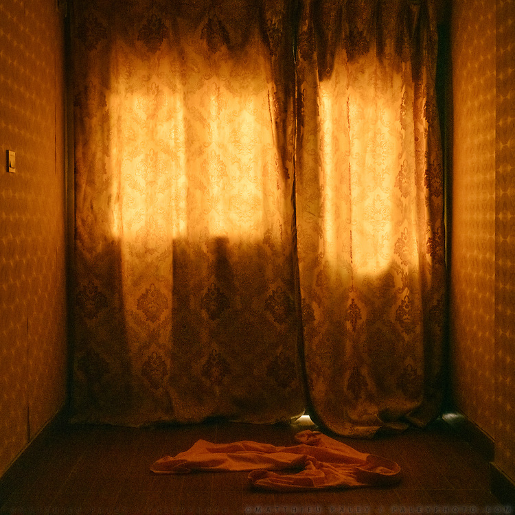 Curtains are closed in most restaurants and hotels during the day, to preserve from the heat. A hotel room in Sehwan Sharif
