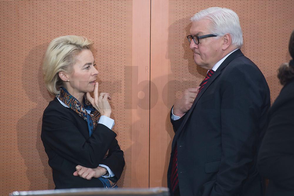 13 JAN 2016, BERLIN/GERMANY:<br /> Ursula von der Leyen (L), SPD, Bundesverteidigungsministerin, und Frank-Walter Steinmeier (R), SPD, Bundesaussenminister, im Gespraech, vor Beginn einer Kabinettsitzung, Budneskanzleramt<br /> IMAGE: 20160113-01-014<br /> KEYWORDS: Kabinett, Sitzung, Gespräch