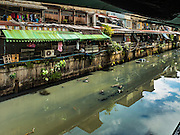 11 OCTOBER 2015 - BANGKOK, THAILAND: A part of Khlong Ong Ang. Saphan Lek and Saphan Han are markets that have grown up on bridges over the khlong (canal). Bangkok city government is closing the markets as a part of an urban renewal project coordinated by the Bangkok Metropolitan Administration. About 500 vendors along Damrongsathit Bridge, popularly known as Saphan Lek, have until Monday, October 11,  to relocate. Vendors who don't move will be evicted. Saphan Lek is one of several markets and street vending areas being closed in Bangkok this year. The market is known for toy and replica guns, bootleg and pirated DVDs and CDs and electronic toys.    PHOTO BY JACK KURTZ