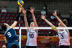 16-10-2018 JPN: World Championship Volleyball Women day 17, Nagoya<br /> Netherlands - China 1-3 / Changning Zhang #9 of China, Lonneke Sloetjes #10 of Netherlands, Yvon Belien #3 of Netherlands
