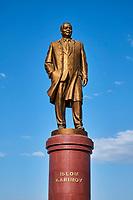 Ouzbékistan, Samarcande, classé Patrimoine Mondial de l'UNESCO, satue de Islom Karimov // Uzbekistan, Samarkand, Unesco World Heritage, Islom Karimov statue