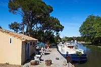 France, Languedoc-Roussillon, Aude (11), pont-canal de Cesse sur le Canal du Midi, classé Patrimoine Mondial de l'UNESCO // France, Languedoc-Roussillon, Aude (11), Cesse canal bridge on the Canal du Midi