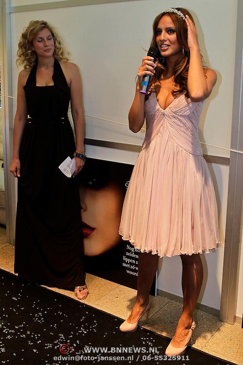 NLD/Amsterdam/20100521 - Uitreiking Dutch Model Awards 2010, Model Chelina Manuhutu is Dutch Model of the Year