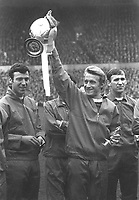 Fotball<br /> England<br /> Foto: Colorsport/Digitalsport<br /> NORWAY ONLY<br /> <br /> Denis LAW (United) with the trophy.David Sadler (left) Paddy Crerand (right) 13/5/67 Manchester United v Stoke City 1967